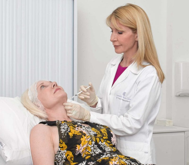 Dr Tracy Mountford conducting a neck lift